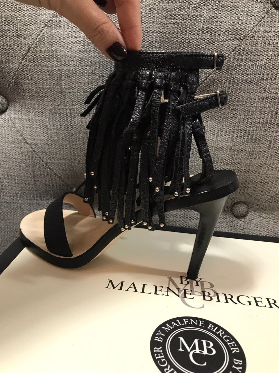 Dior, Malene Birger og Piccadilly sko - Hamar  - Dior sandal-heler kjøpt i Diorbutikken i Cannes selges for 1200,- Str: 36 (Selger sal-veske som matcher disse skoene, se min profil for annonsen) By Malene Birger sko med frynser selges for 1000,- Kjøpt i Stockholm. Str 36 Piccadilly sko - Helt - Hamar