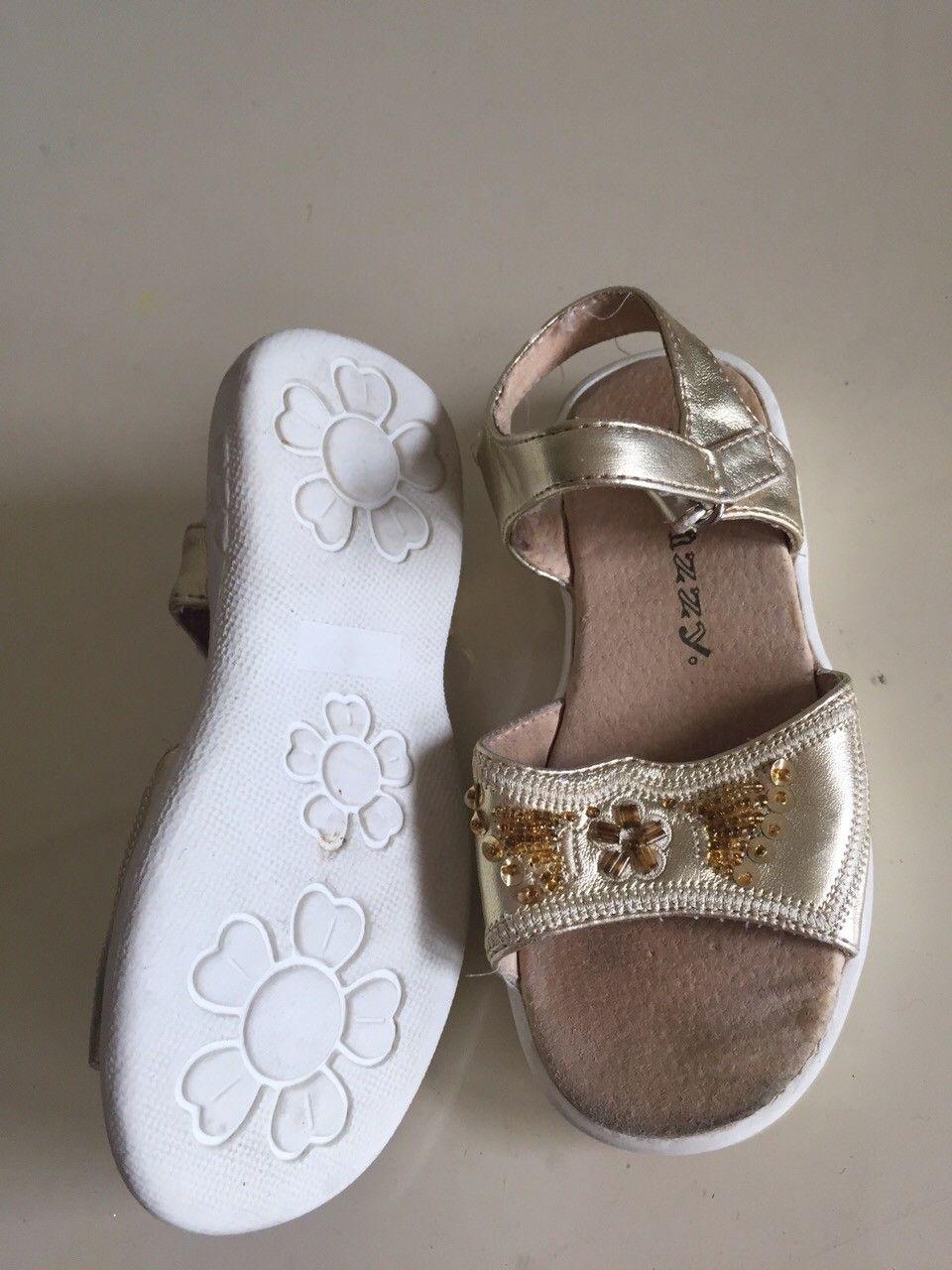 Jente skinn sandaler - Oslo  - Nesten uburukt( 26) skinn jente sandaler 200kr. - Oslo