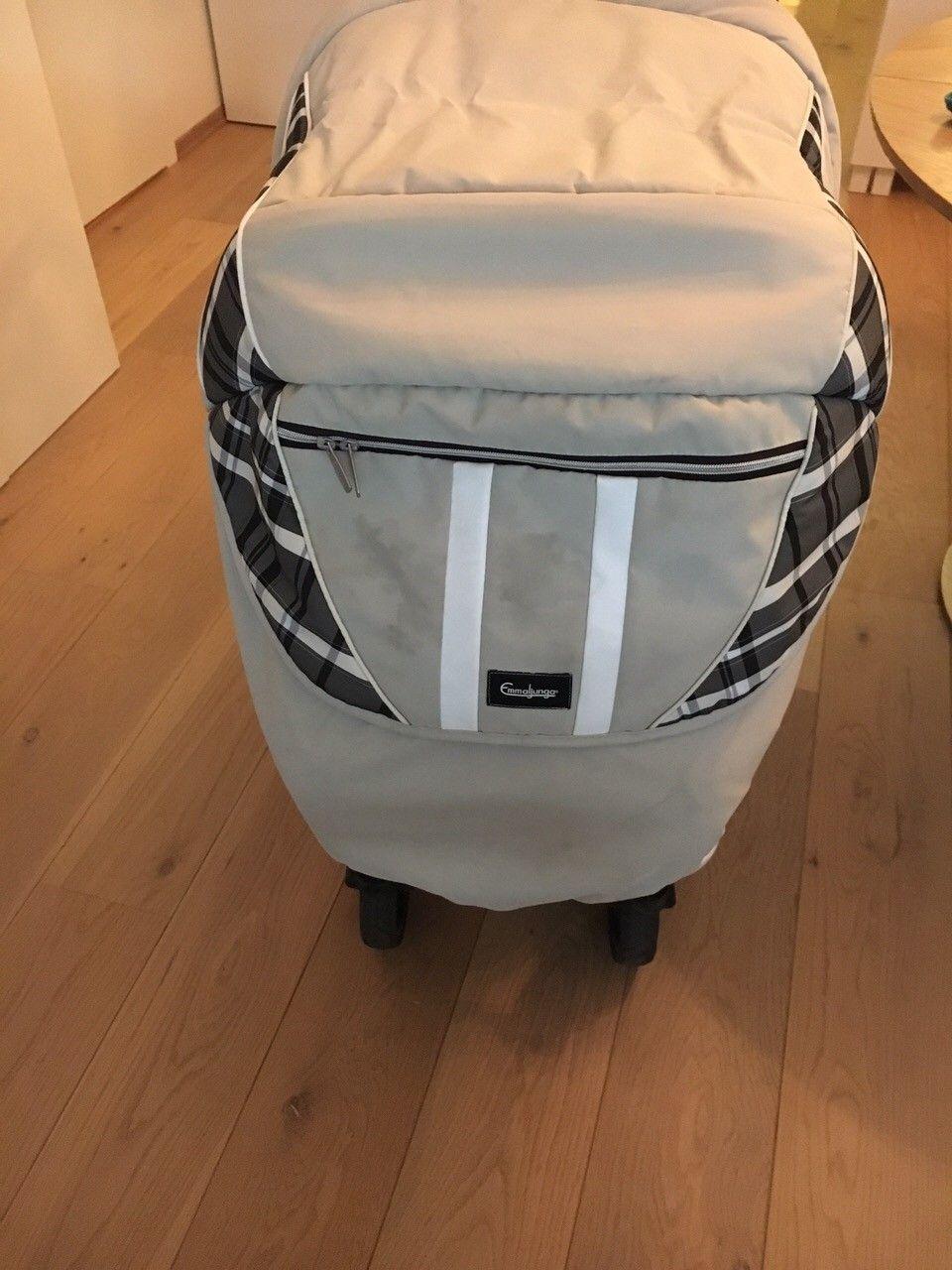 Emmaljunga Nitro City Cross 0-4 med softbag - smal 57cm - Capre creme farge - Trondheim  - Ønsker budrund, høystbydene over 3500. Se mer info under. Introduksjon: - Kjøpt i 2014, men er en 2013 modell.  Med softbag, kalt Quatrolift kan vognen brukes fra nyfødt og til 4 år. Priser da vognen ble kjøpt:&#1 - Trondheim