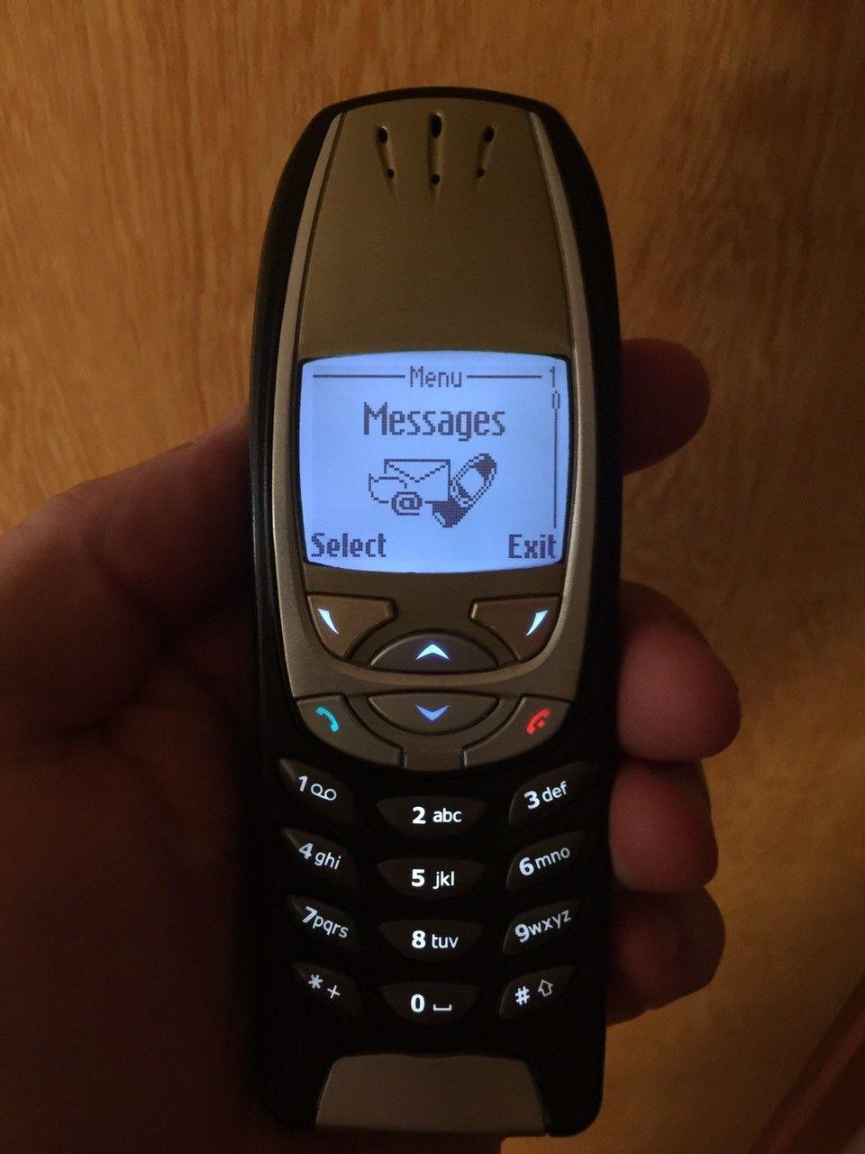 Nokia 6310i ,3 batteri ,blå lys - Fevik  - Nokia 6310i med nydelig blå lys  3stk batteri  Har liten sprekk på skjermen som kan ses på bilde . Nokia er ulåst  Ring eller SMS 96851655 Pris 1100kr - Fevik
