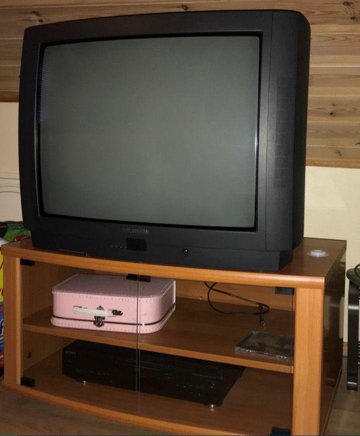 Thomson 28EC22E 28'' Nicam TV gis bort - Sandnes  - Thomson 28'' TV gis bort, sammen med TV-benk. TVen fungerer, og er ferdig innstilt for GET sine 9 analoge kanaler, og har SCART-innganger.  TV-en og benken hentes her på Forus/Lura.   RING for å avtale tidspun - Sandnes