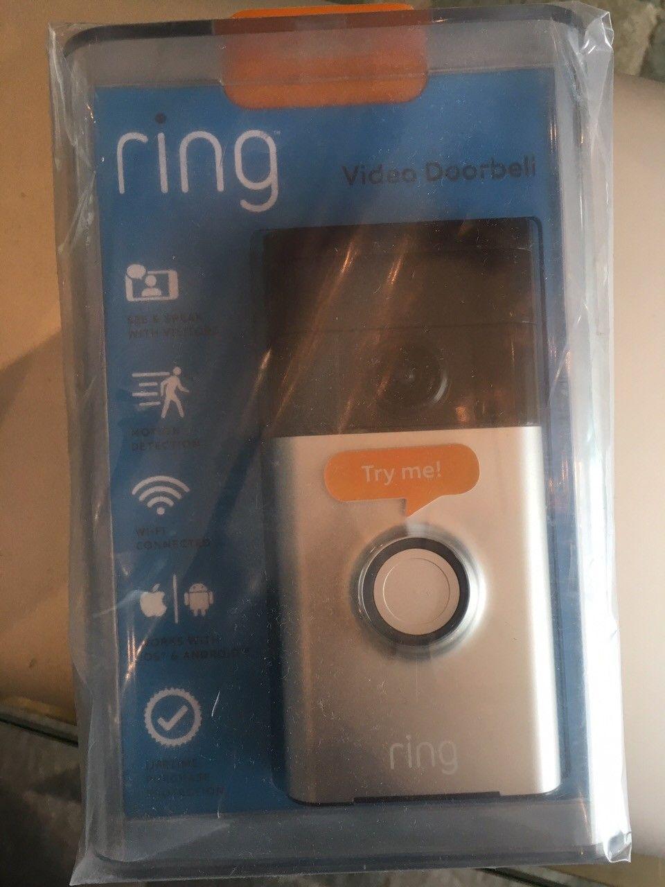 Ring video dørklokke - Krokkleiva  - Ring video doorbell selges. Helt ny i ubrutt pakning. Kjøpt på boligmesse på Lillestrøm.   Se link under for mer info om produktet: https://www.sikkerheten-selv.no/product/1125/ring-doorbell-video-ringeklokke-med-kamera-og-a - Krokkleiva