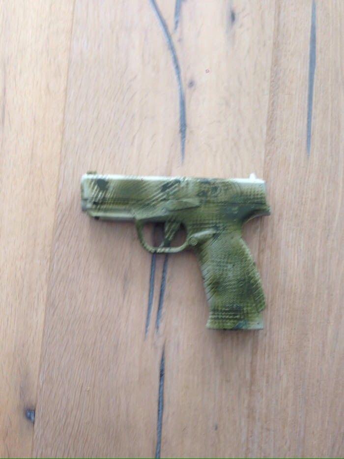 Airsoft pistol - Klokkarvik  - Brukt et par ganger. Har en utgangshastighet på 127m/s. Justerbar hop-up og følger med to magasin - Klokkarvik