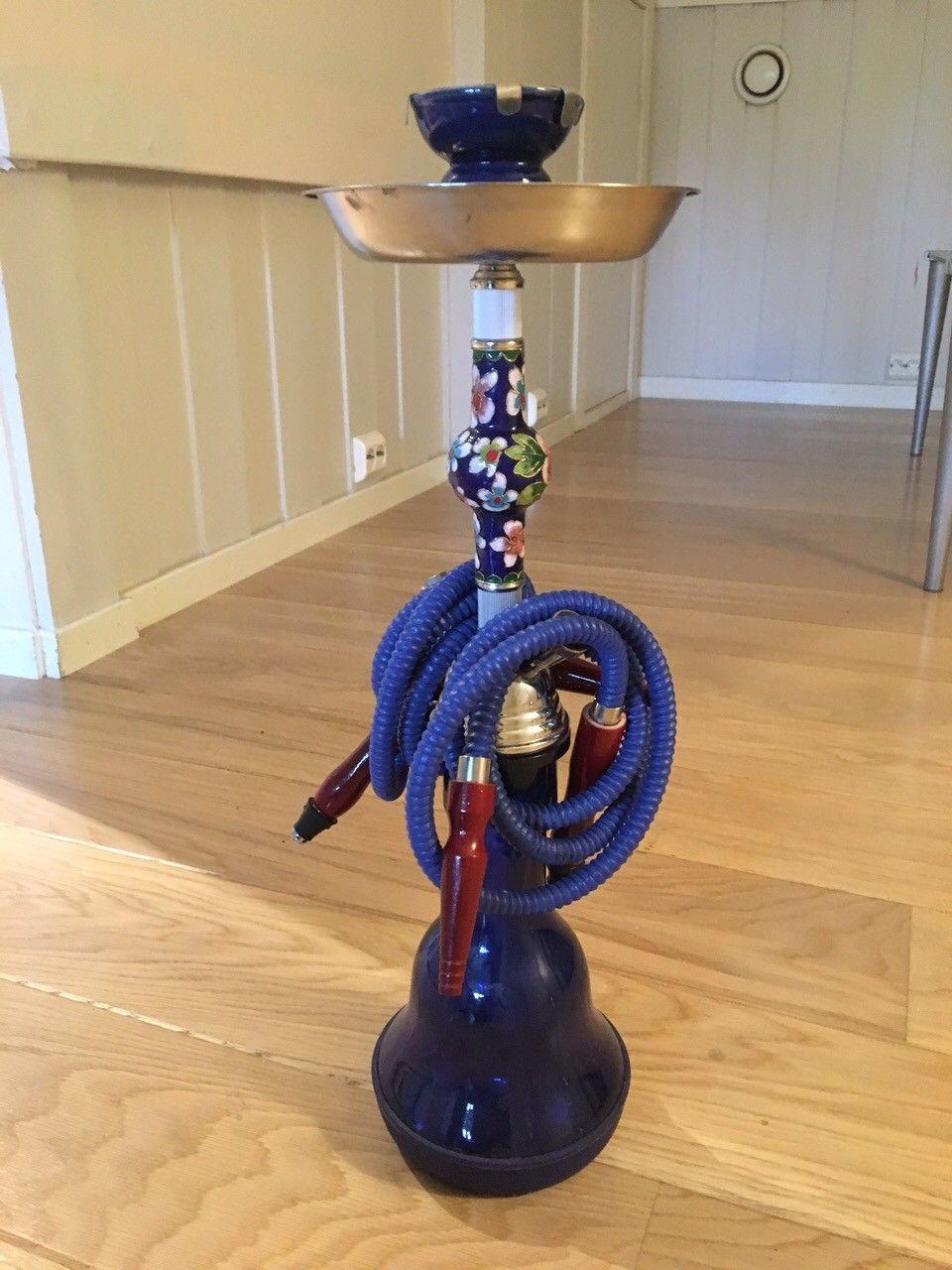 Vannpipe / shisha - Høvik  - Nydelig dekorativ vannpipe / shisha til salgs. Den har to pipeuttak slik at man kan være to stk som røyker samtidig. Den er i god stand og fungerer som den skal. - Høvik