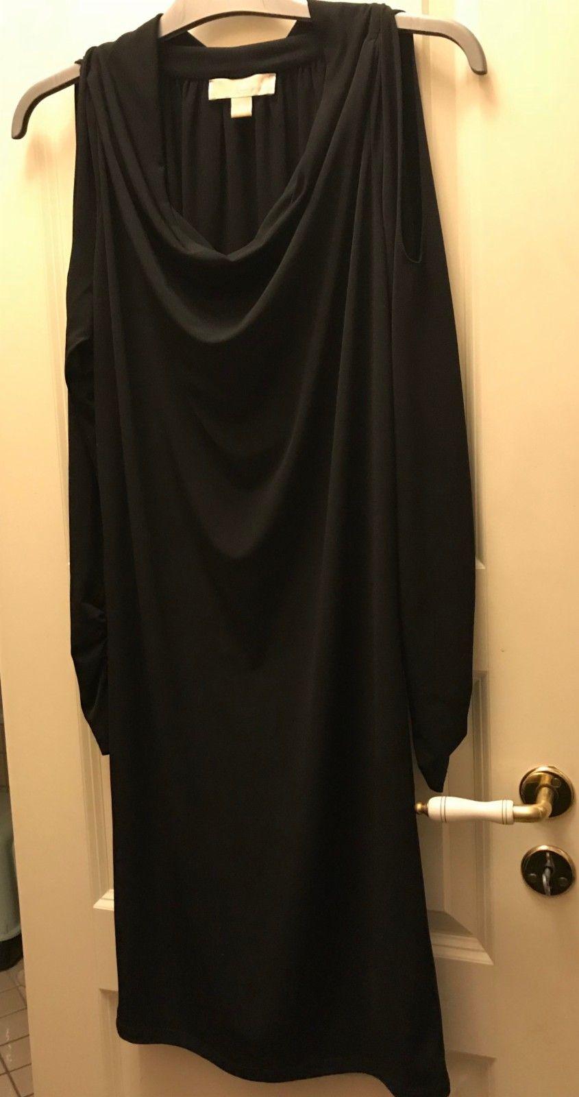 Michael Kors kjole med åpen skulder sort | FINN.no