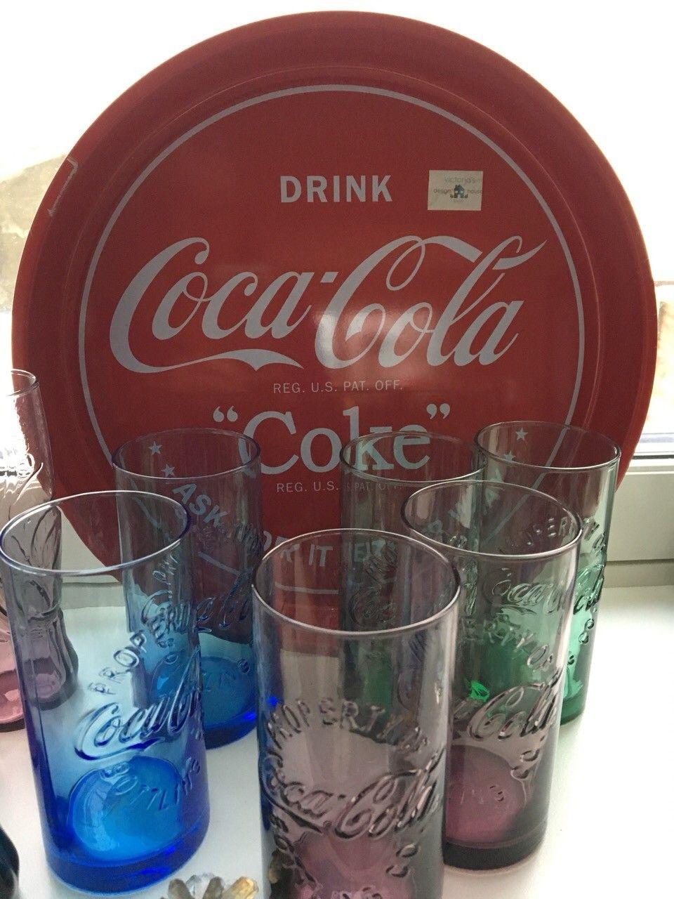 COCA COLA GLASS -  SERVERINGSBRETT - FORSKJELLIGE TYPER GLASS I FLERE FARGER - Oslo  - Coca cola glass og serveringsbrett selges , alt i god stand. Det store grønne glasset og de blå glassene kr 30,- per stk, de andre kr 20 per stk.  Serveringsbrett diameter 33 cm selges i annen annonse.  Kan s - Oslo