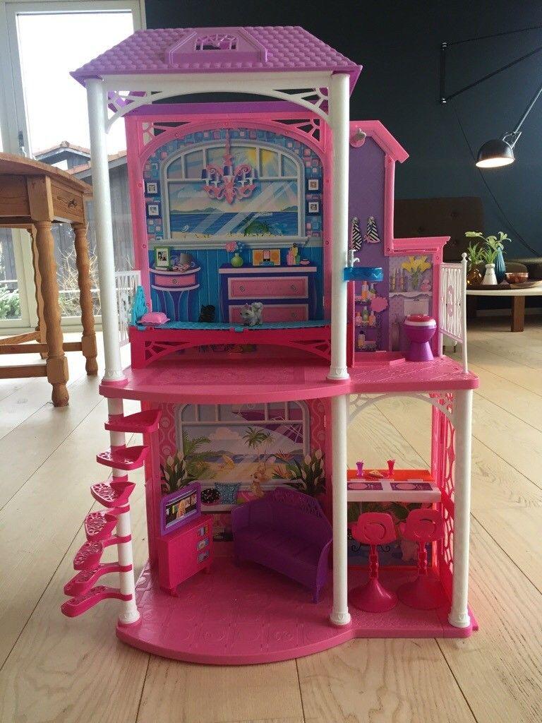 Hus til Barbie med møbler - Nesttun  - Hus til Barbie med diverse møbler til salgs. Pent brukt av ett barn.  350,- kr - Nesttun