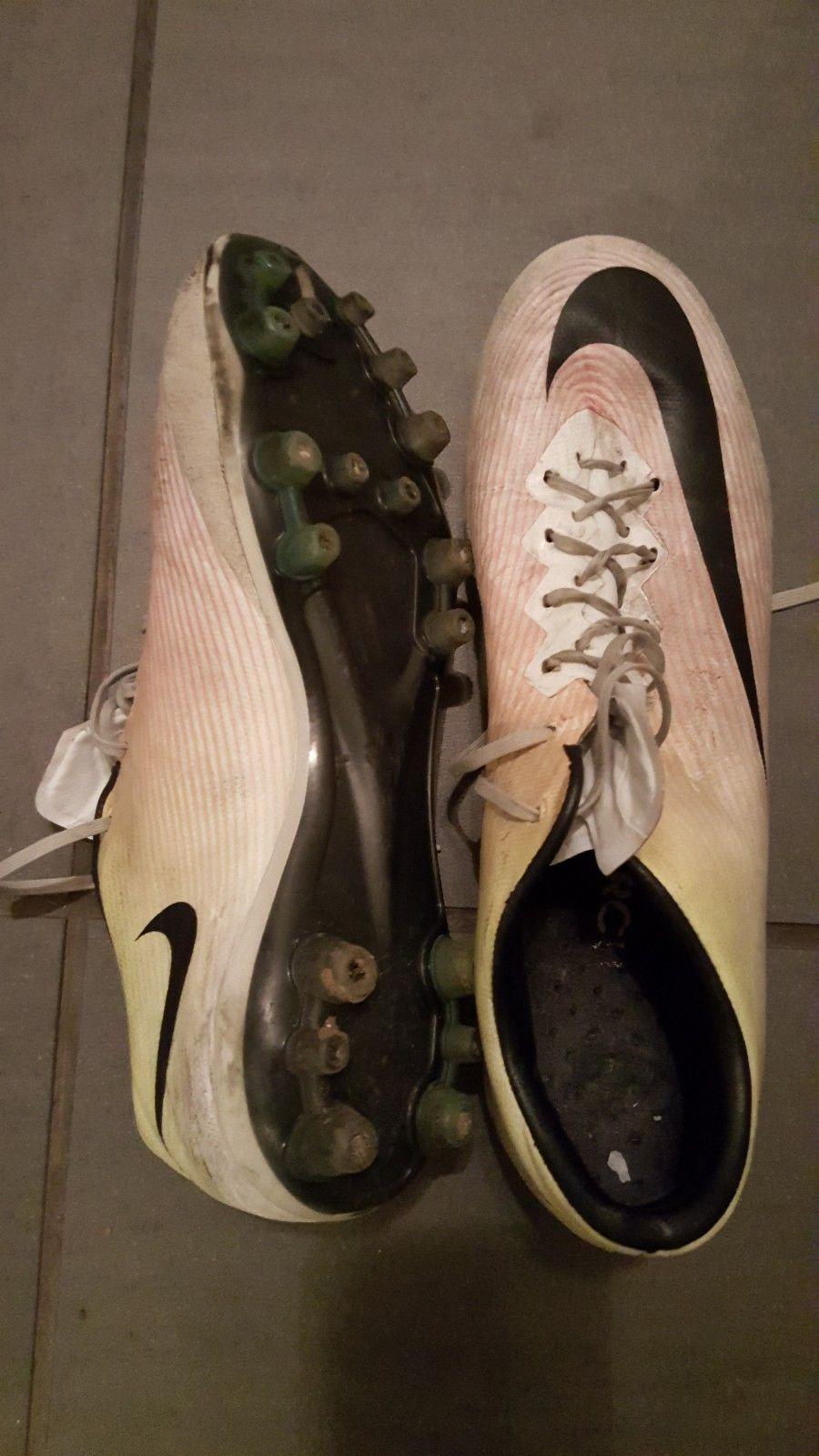 3ee31dd1 Nike fotballsko kunsrgress str. 38 1/2 selges rimelig :-). | FINN.no