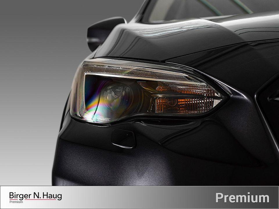 BI-LED som svinger med bilen samt fjernlysassistent. Svært godt lys!