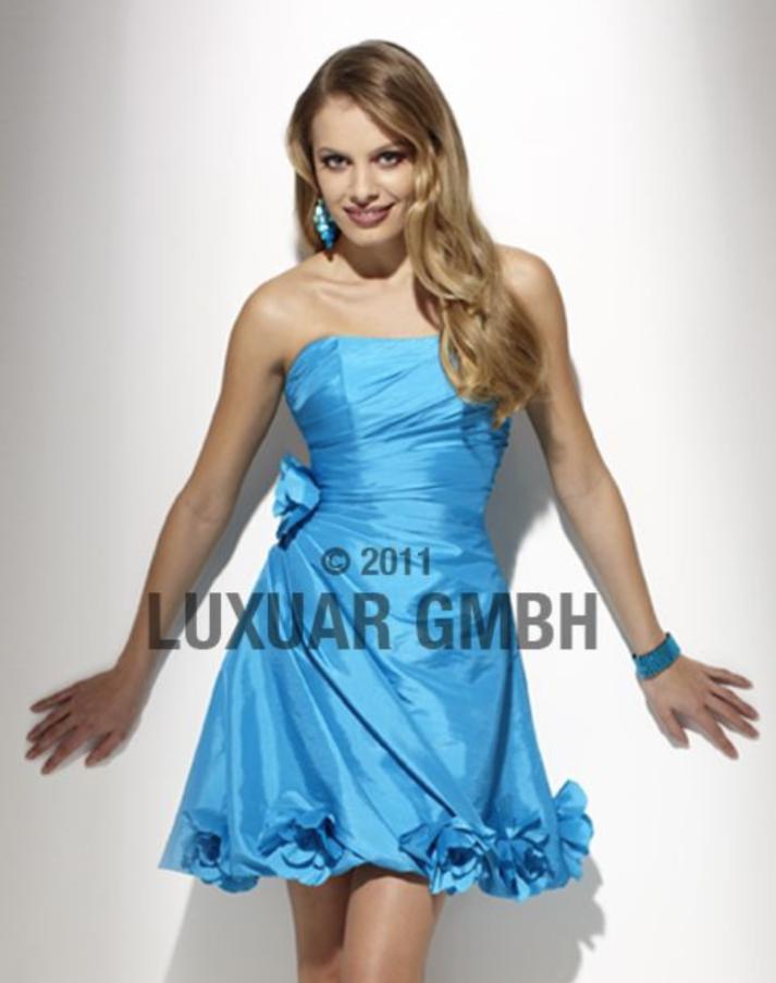 62ca0844a676 Kort kjole til bryllup eller fest. konfirmasjonskjole