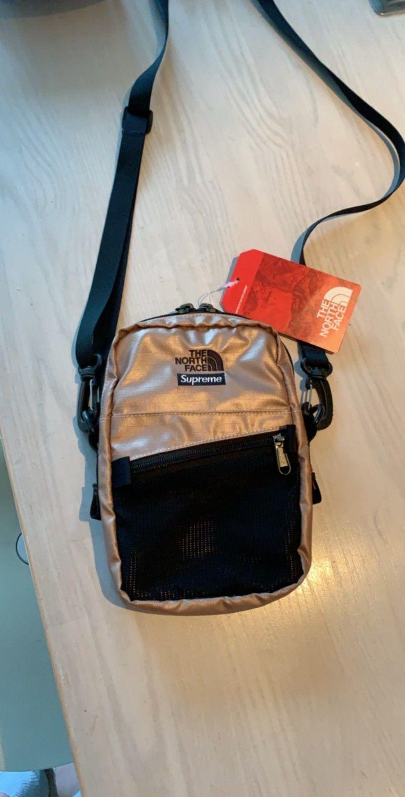 0fd03195 Supreme x The North Face metallic shoulder bag rose gold | FINN.no