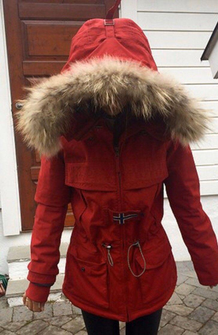 Ny pris Napapijri vinterjakke rød med pelskrage | FINN.no