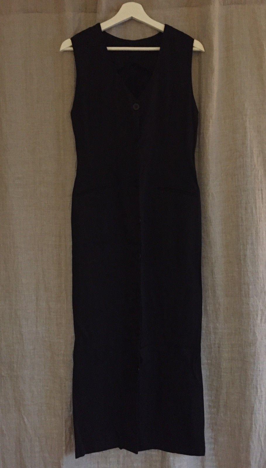 Sort lang kjole med knepping i str. M | FINN.no