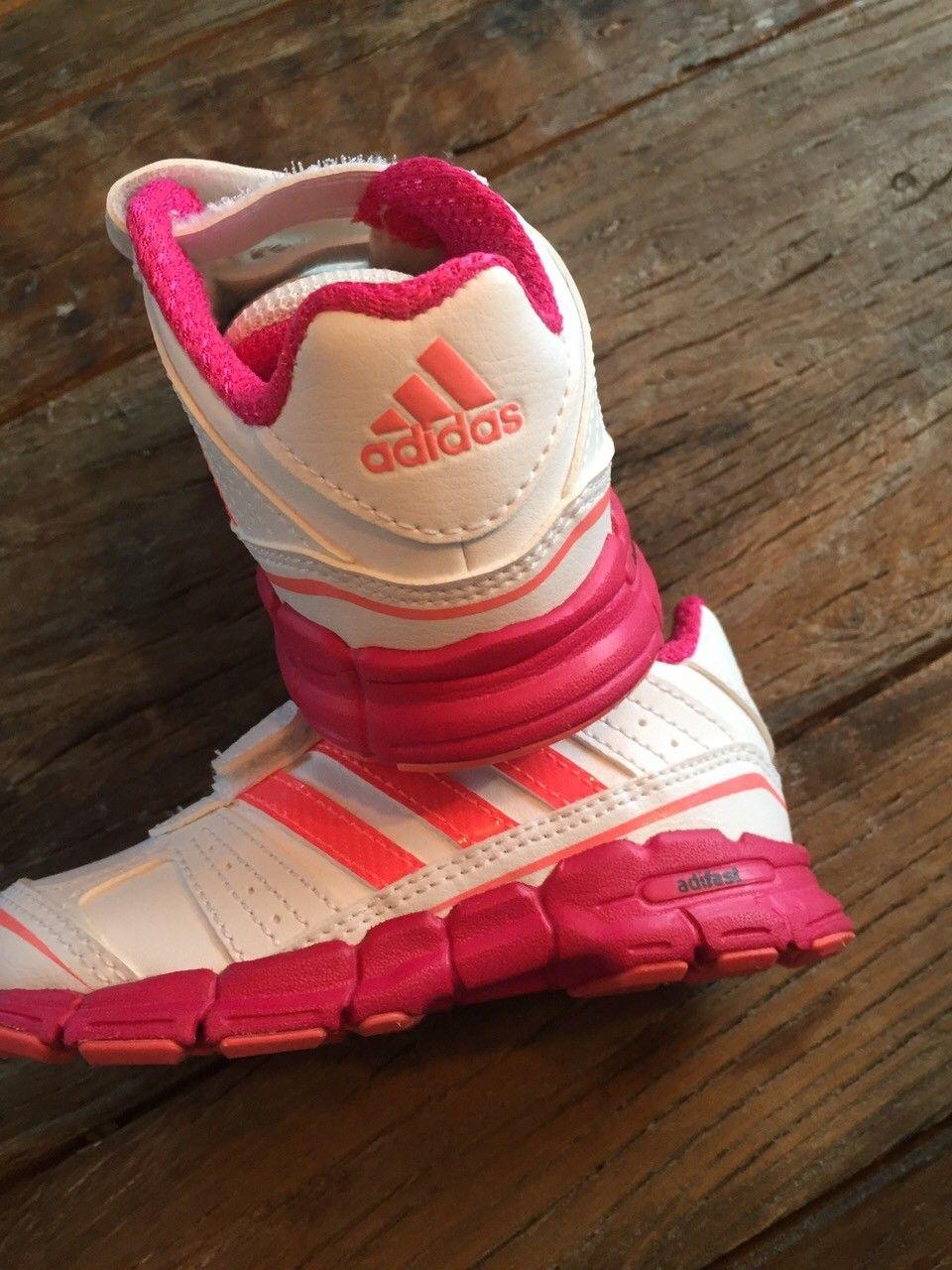 Adidas joggesko str 22. NY | FINN.no