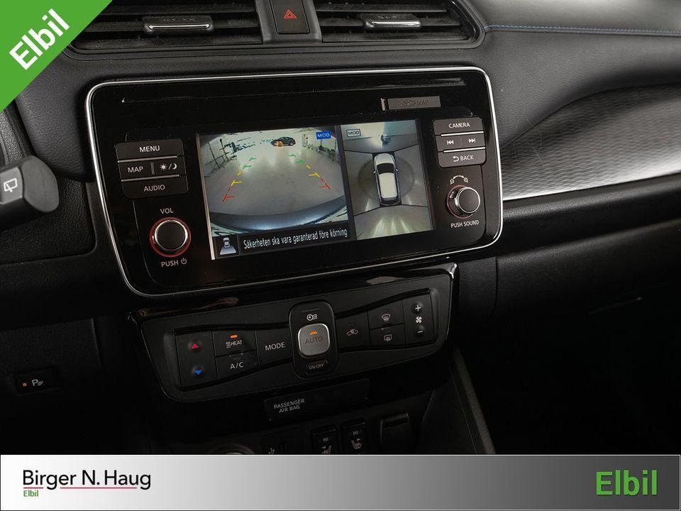 Ryggekamera og fugleperspektiv over bilen gir deg stålkontroll ved parkering.