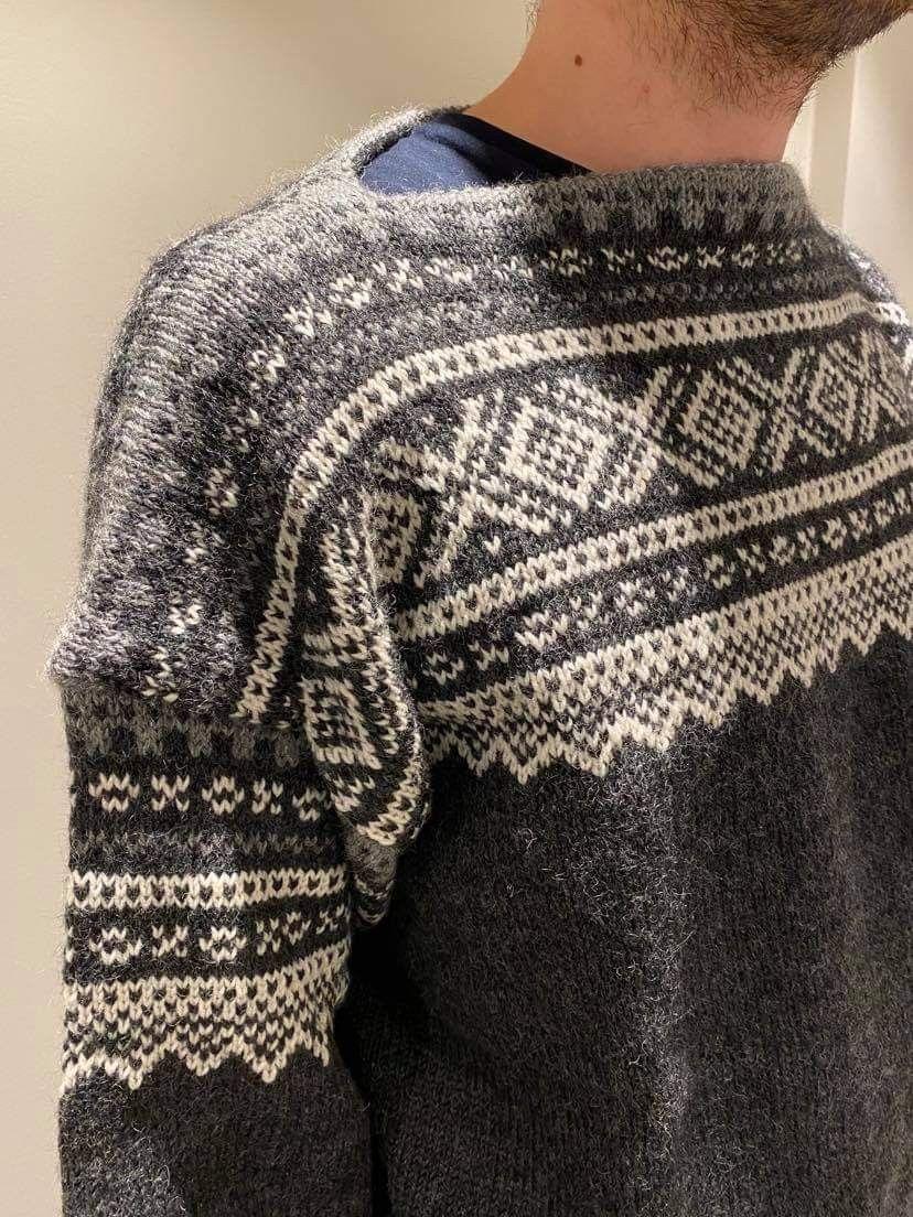 Marius genser med hette   FINN.no
