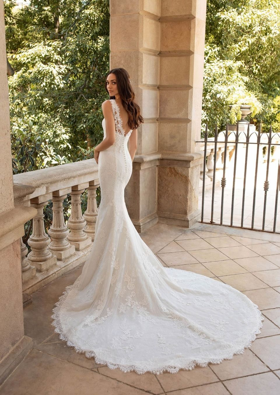 Pronovias Barcelona Brudekjole med kåpe | FINN.no