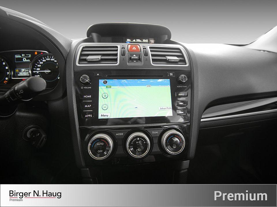 Bilen har også automatisk 2 soners klimaanlegg og navigasjon.