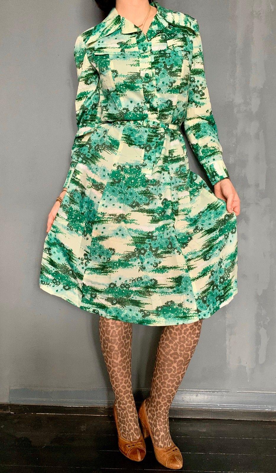 70 talls grønn blomstrete kjole