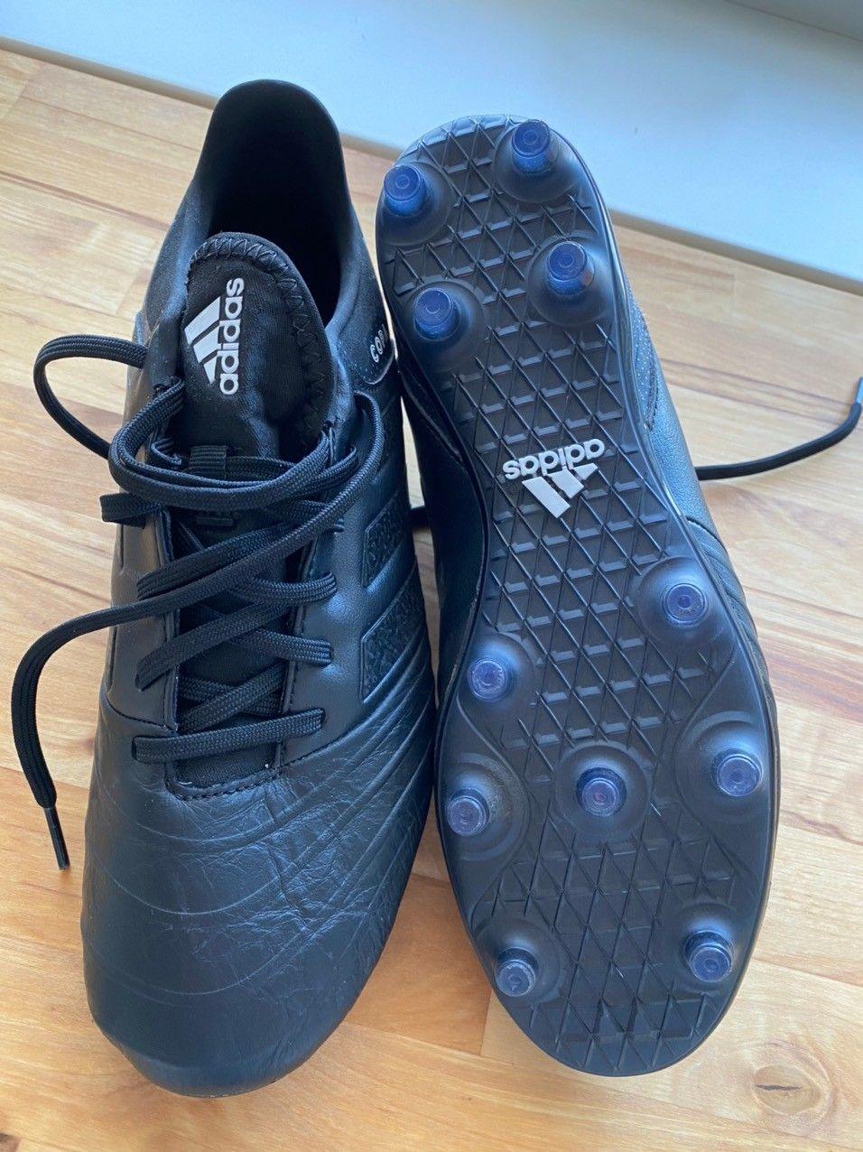 Fotballsko adidas copa laceless | FINN.no