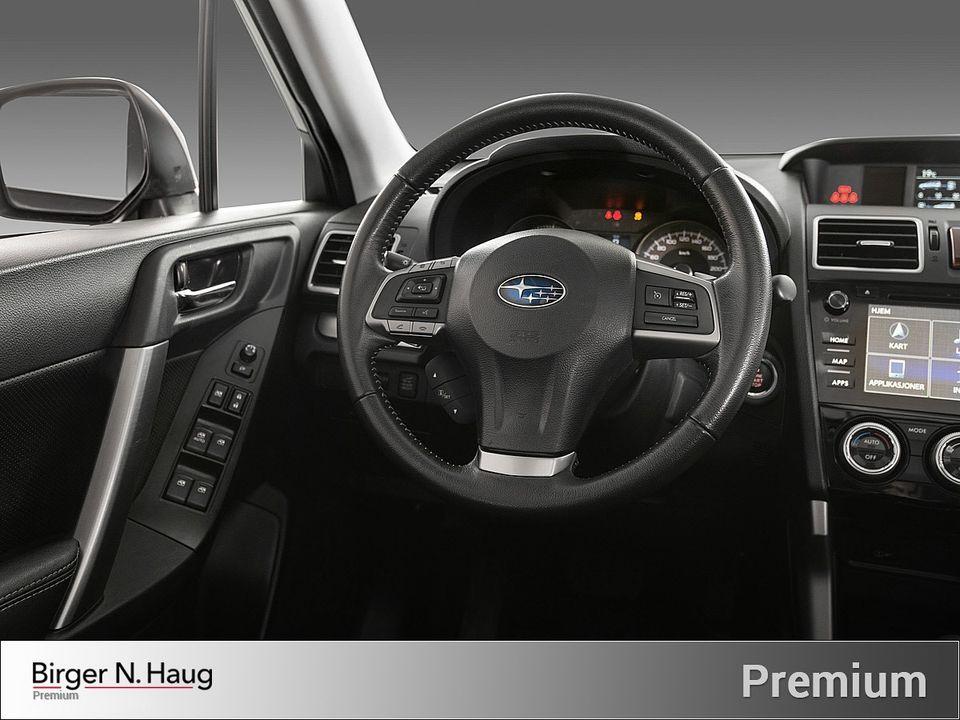 Gjenkjennelig Subaru stil på ratt og dashbord