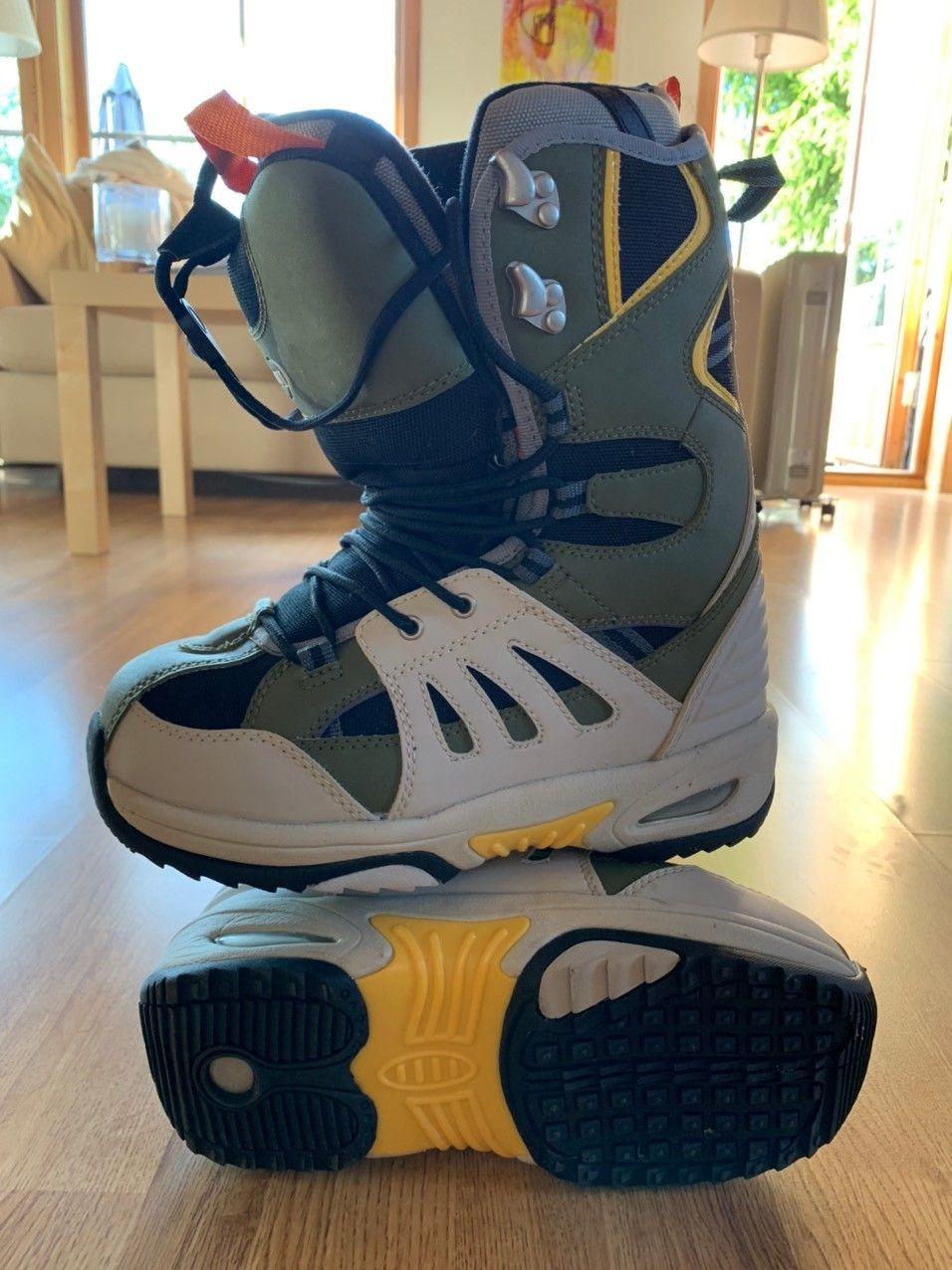 Snowboard støvler i str 42.5   FINN.no