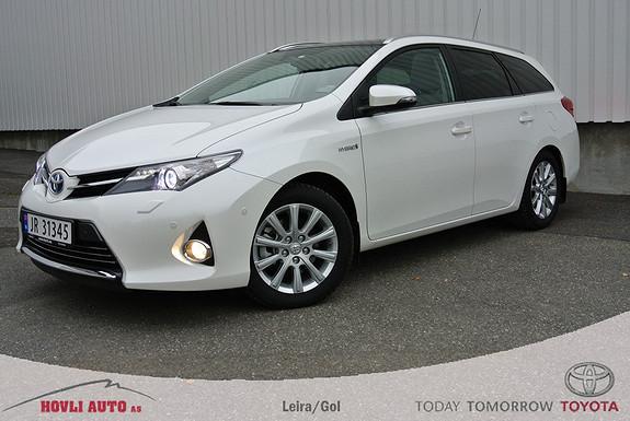 Toyota Auris 1,8 Hybrid E-CVT Executive , panorama glasstak, skinn.
