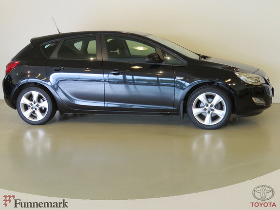 Opel Astra 1.6-116HK ENJOY 5-DØRS (1 EIER, PEN OG VELHOLDT)  2010, 102000 km, kr 109000,-