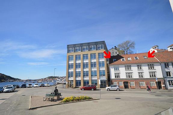 Arkitekttegnet loftsleilighet med vestvendt terrasse og sjøutsikt, Tyholmen
