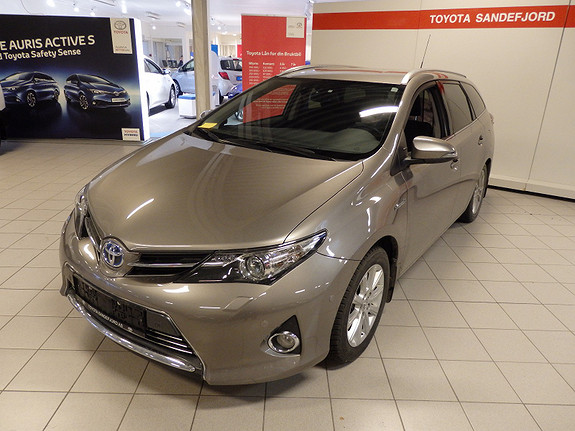 Toyota Auris 1.8 TS Executive Hybrid  2014, 31000 km, kr 269000,-