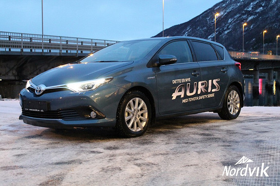 Toyota Auris 1,8 Hybrid E-CVT Style DEMOBIL, NAVI, BLUETOOTH, CRUISE, RYGGEKAMERA, DAB  2015, 8703 km, kr 269000,-