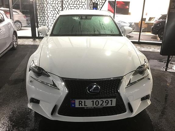 Lexus IS 300h F Sport S (topputstyrt, lav km, skinnseter)  2016, 6000 km, kr 569000,-