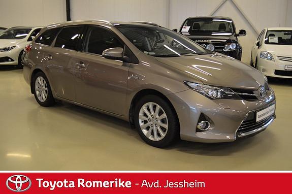 Toyota Auris 1,8 Hybrid E-CVT Executive Panoramatak  2013, 76400 km, kr 249000,-