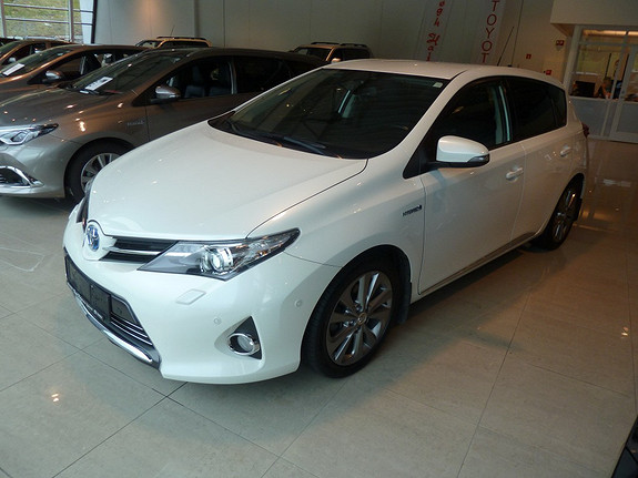 Toyota Auris 1,8 Hybrid Executive HSD  2013, 80775 km, kr 209000,-