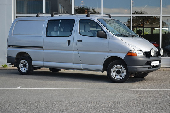 Toyota HiAce D-4D 102hk 4wd lang Kombi. 6-seter.  2005, 109800 km, kr 179000,-