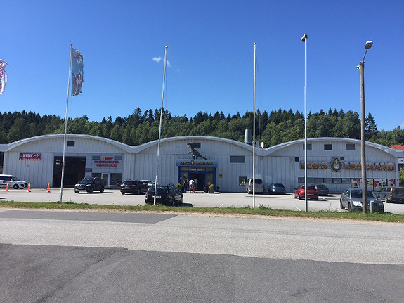 Kontorlokaler med tillhørende lager/verkstedshall plassert i bil- og proffhandelsområde i Fredrikstad