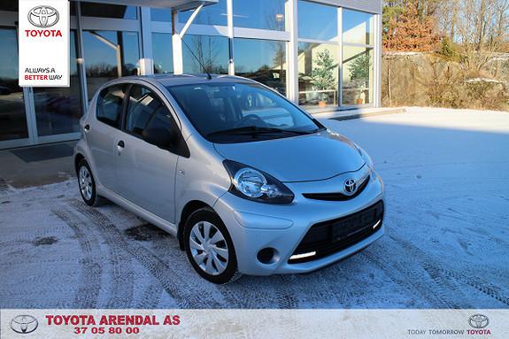 Toyota Aygo 1,0 5-d Aygo 1 eiers bil, her er det masse bil igjen.  2013, 46000 km, kr 95000,-