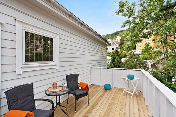 Superlekker  3 roms med nyere bad/kjøkken og stor solrik terrasse