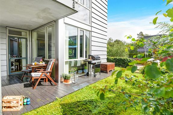 STEINSVIKEN ;  Super leilighet for førstegangsetablerere og eldre som trenger alt på ett plan. Heis og garasjeplass. Butikk og Råstølen bybanestopp like ved.
