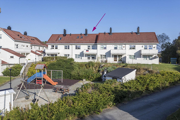 NY PRIS! Moderne og flott 3-roms leilighet over to plan med balkongGode kvaliteter |Egen parkeringsplass | Lekkert nytt bad.