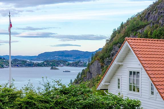Unik eiendom i Kjøkkelvik!Nydelig hus - Fantastisk utsikttomt på 18,6 mål!
