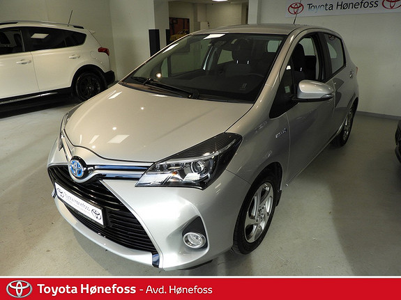 Toyota Yaris 1,5 Hybrid Active e-CVT  2015, 36600 km, kr 178000,-