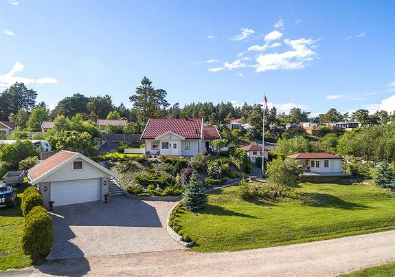 Flott enebolig med innredet anneks og lysthus, ved sjøen - Spjærøy, Hvaler