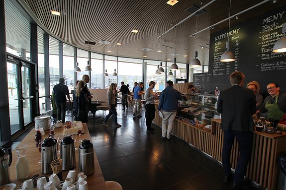 Café/kantine i bygget med lys fin beliggenhet