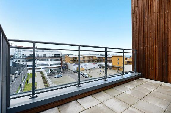 403 - Ågotnes - Nyoppført 3-roms i sentralt område. Sør-vestvendt altan. Heis og parkering. Flytt rett inn!
