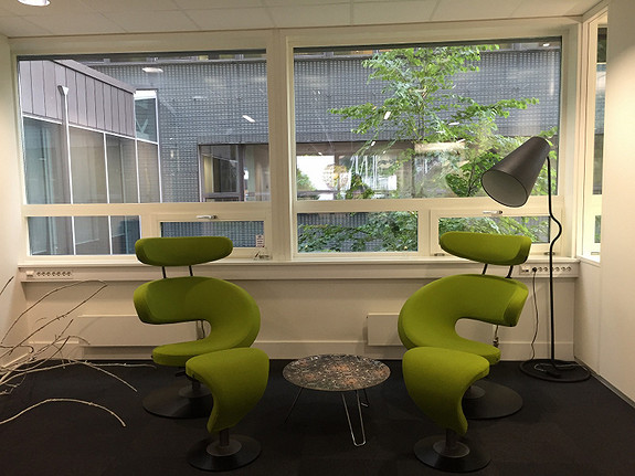 Mulig løsning - Sosial sone. Store vinduer gir lyse og gode lokaler