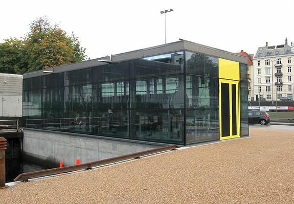 Vi har egen energisentral som produserer kjøling til våre bygg på Marineholmen og i Solheimsviken