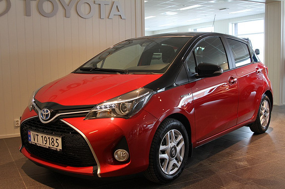Toyota Yaris 1,5 Hybrid Bi Tone + e-CVT aut Navi, Ryggekamera  2016, 5400 km, kr 229000,-