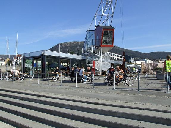 Motorhallen har egen kantine, men lunchen kan også nytes i Kranen  Kafé som drives av Colonialen