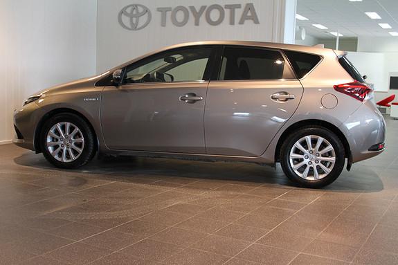 Toyota Auris 1,8 Hybrid E-CVT Style MOTORVARMER  2015, 22343 km, kr 249000,-